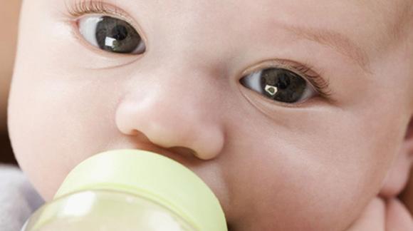 infant-drinking-milk2