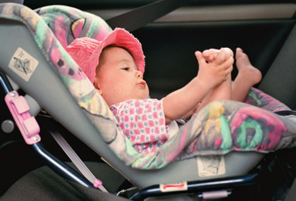 10 Common Yet Unsafe Things That Parents Should Stop Doing. Parents Please Pay Attention For Your Child's Safety