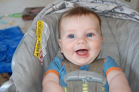 happy-baby-in-car-seat