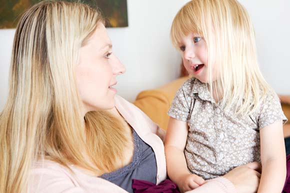 mom-talk-to-toddler-girl