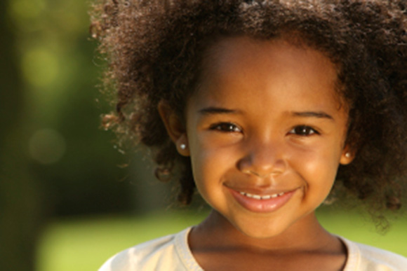 smiling-little-girl-good-manners