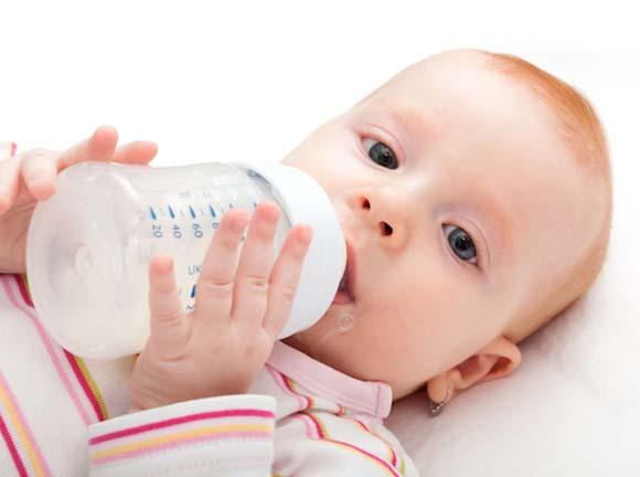 baby-drinking-milk
