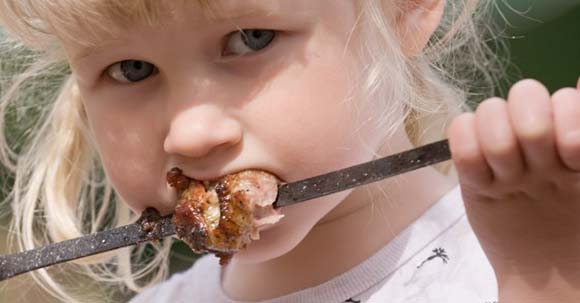 toddler-eating-barbeque