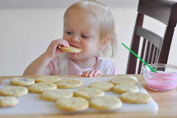 toddler-eating-cookies