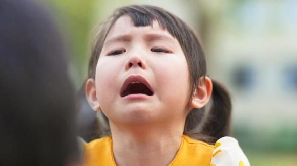 Little-Girl-Begging