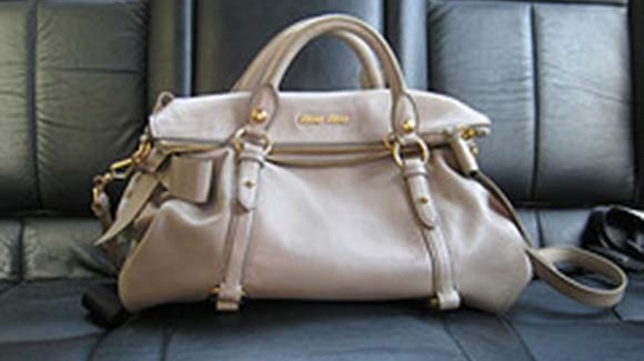 handbag-in-backseat (2)